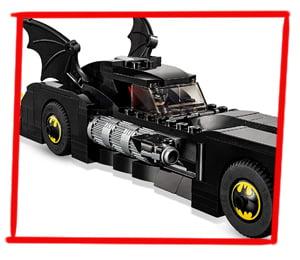 Tapacubos con el Batsímbolo en el coche LEGO de Batman