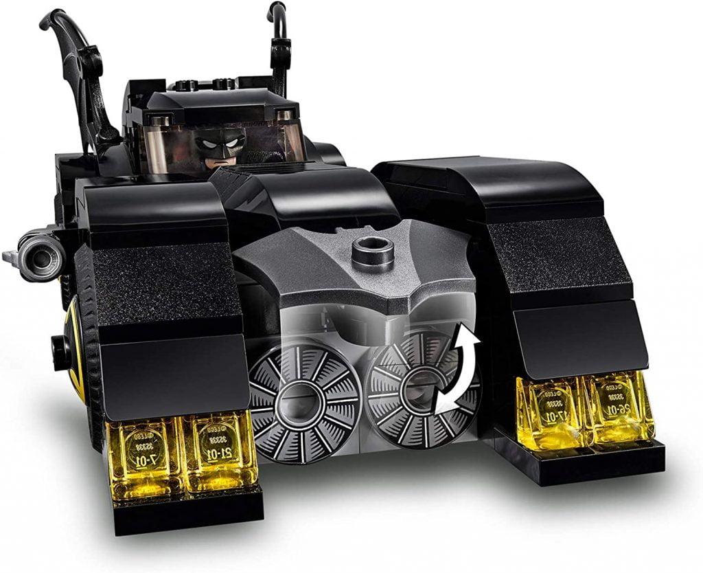 Frontal del coche de Batman en  del LEGO DC Batmobile: La Persecución del Joker (76119)