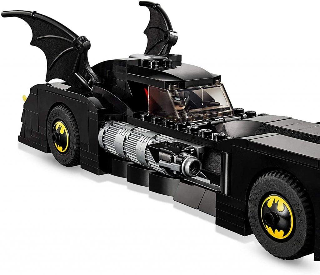 Lateral del Batmóvil de Batman en  del LEGO DC Batmobile: La Persecución del Joker (76119)