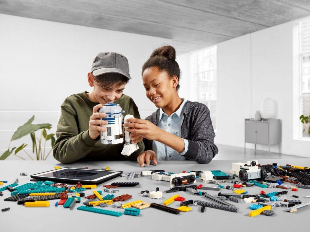 Imagen montando el LEGO R2-D2 Star Wars Boots: Comandante Droide (75253) por piezas