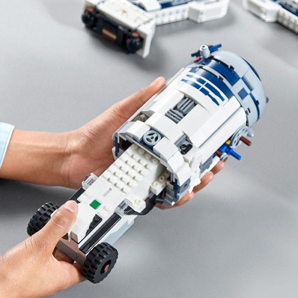 Imagen abriendo el LEGO R2-D2 Star Wars Boots: Comandante Droide (75253) por piezas
